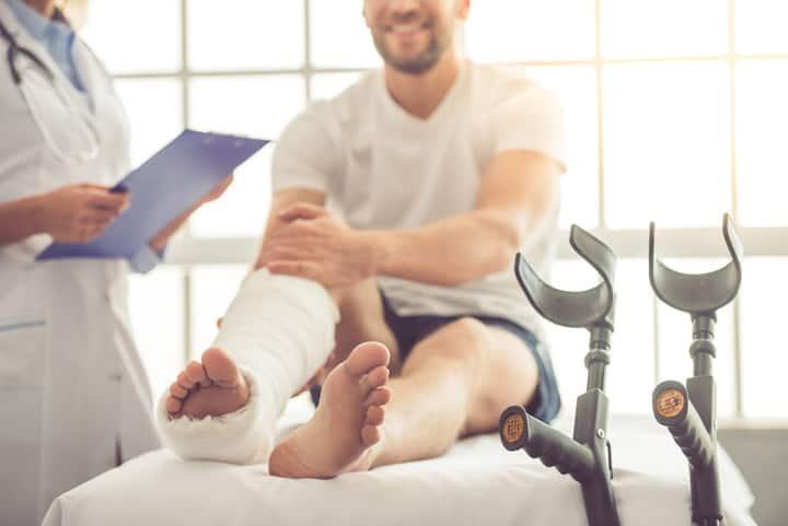 Применение восковой мольи при травмах